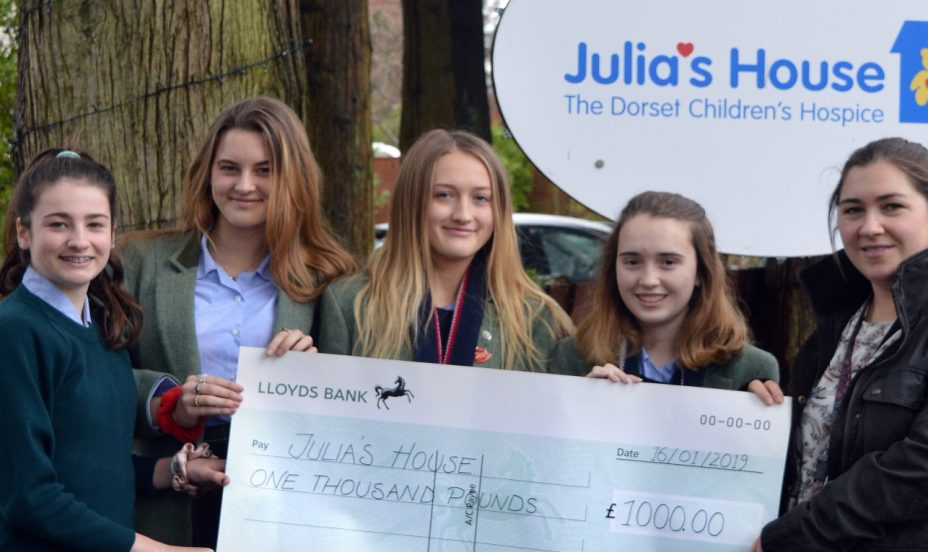 St Mary's Shaftesbury-Shutterbabes Visit Julia's House to Present a Cheque for £1000